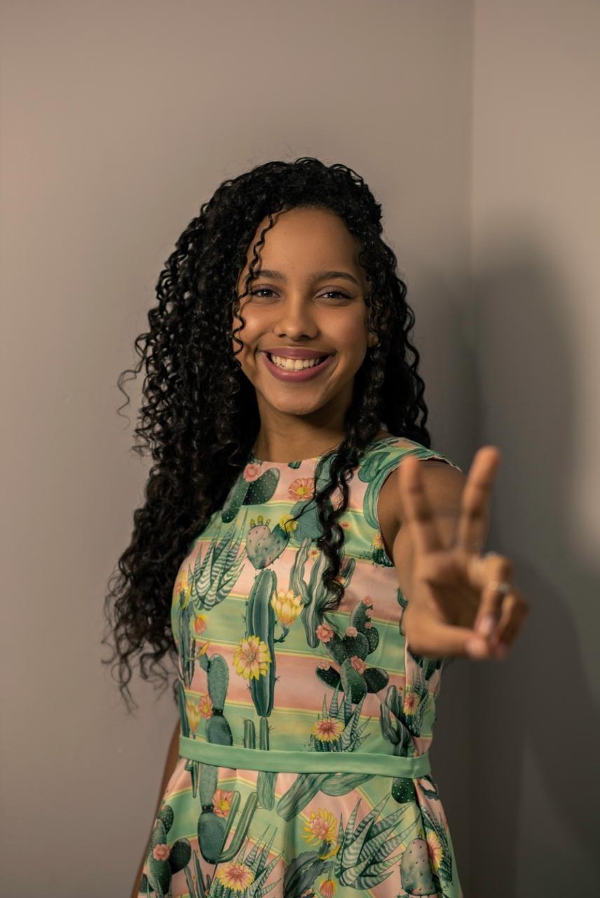 Isabelly tem 13 anos e é de Conceição de Macabu e se apresentou no The Voice Kids