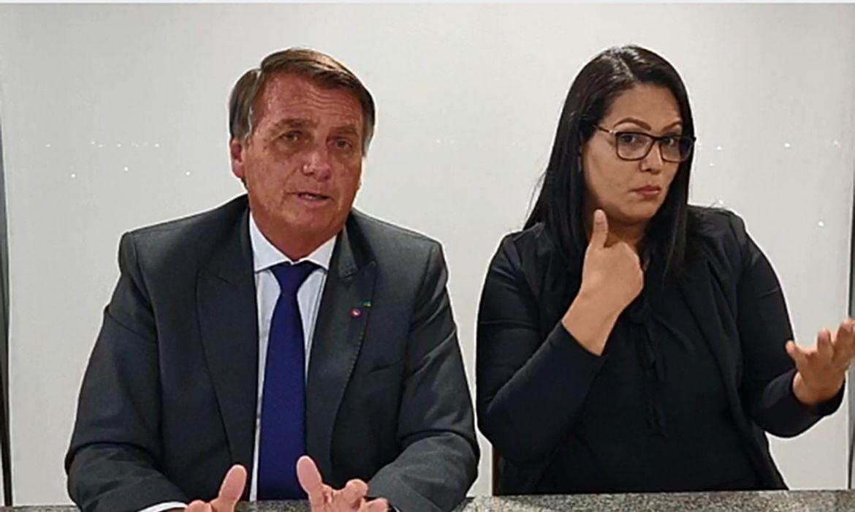 Durante live semanal, Bolsonaro disse que Temer colaborou com a nota