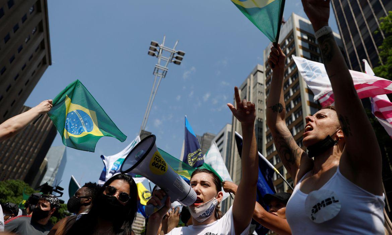 No Rio de Janeiro, a manifestação começou após as 10h, na Praia de Copacabana