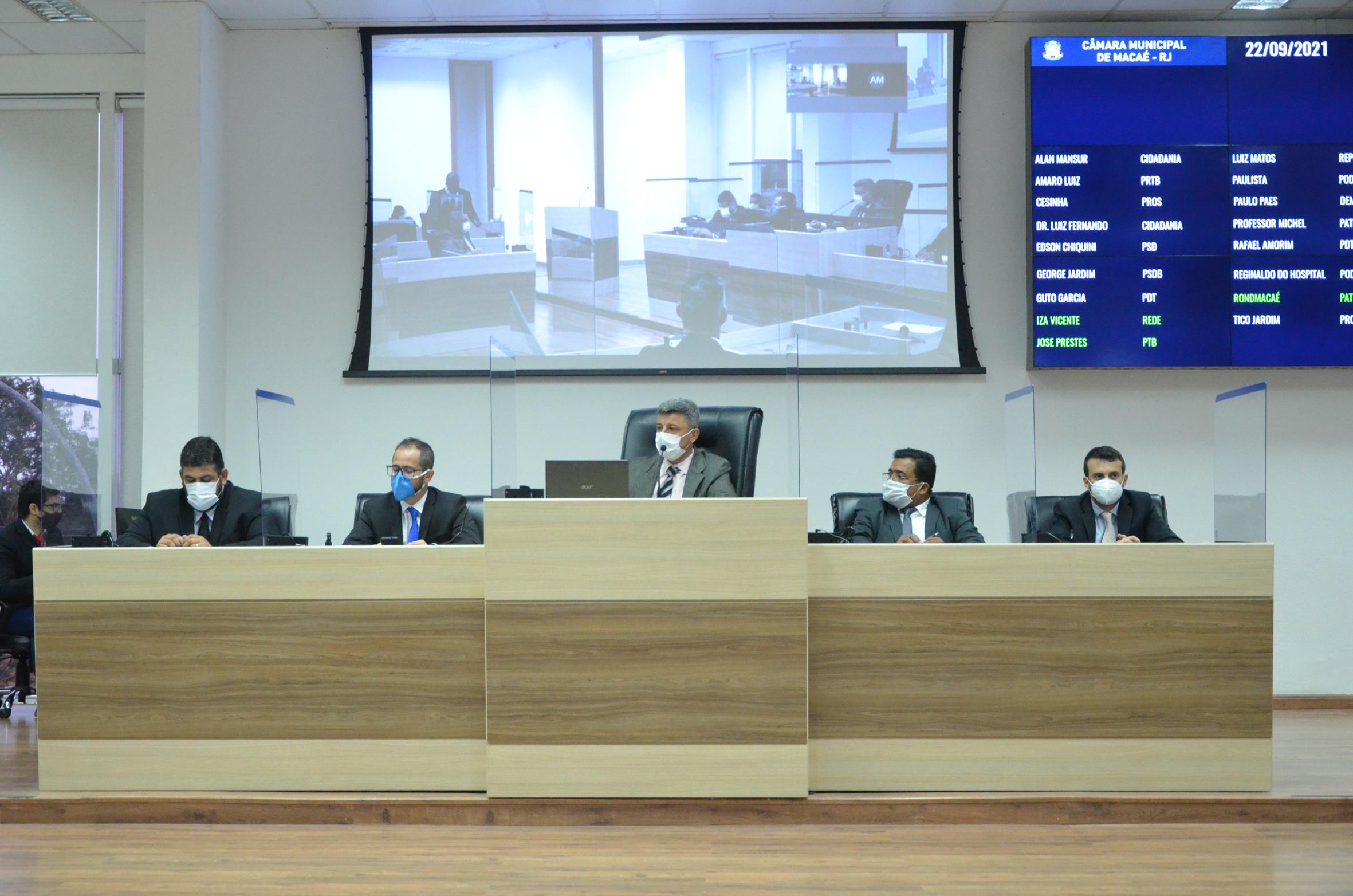A maioria dos parlamentares presentes optaram por manter os vetos do Executivo