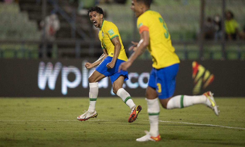 O Brasil volta a entrar em campo no próximo domingo (10) com a Colômbia