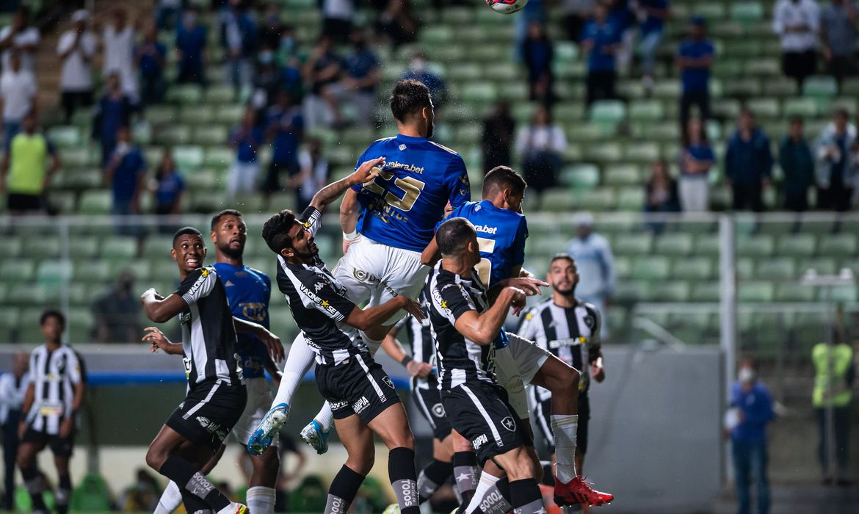 O Botafogo permaneceu na vice-liderança, com 52 pontos, enquanto o Cruzeiro ficou na 11ª com 39