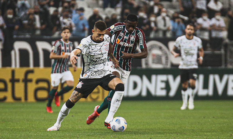 Gabriel Pereira garante triunfo do Timão em São Paulo